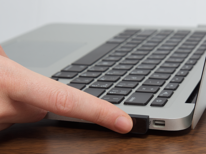 Touch ID w MacBooku.