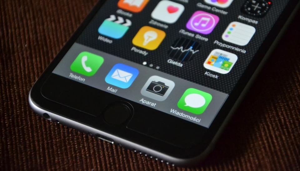 Czy zamykanie aplikacji oszczędza baterię?