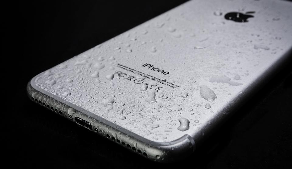 Jak prawidłowo dezynfekować iPhone'a, iPada i MacBooka?