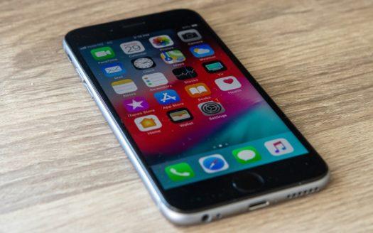 Czy wymiana baterii w iPhonie poprawia wydajność?